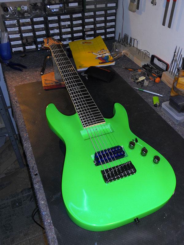 Riverniciatura chitarra Schecter